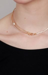 Safety pin pearl choker
