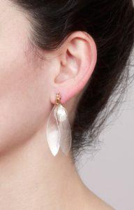 pendiente avispa con perla