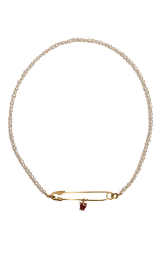 Gargantilla de perlas, imperdible y corazón
