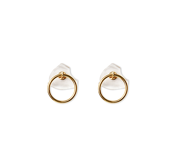 Gold hoop earring with false dilation
