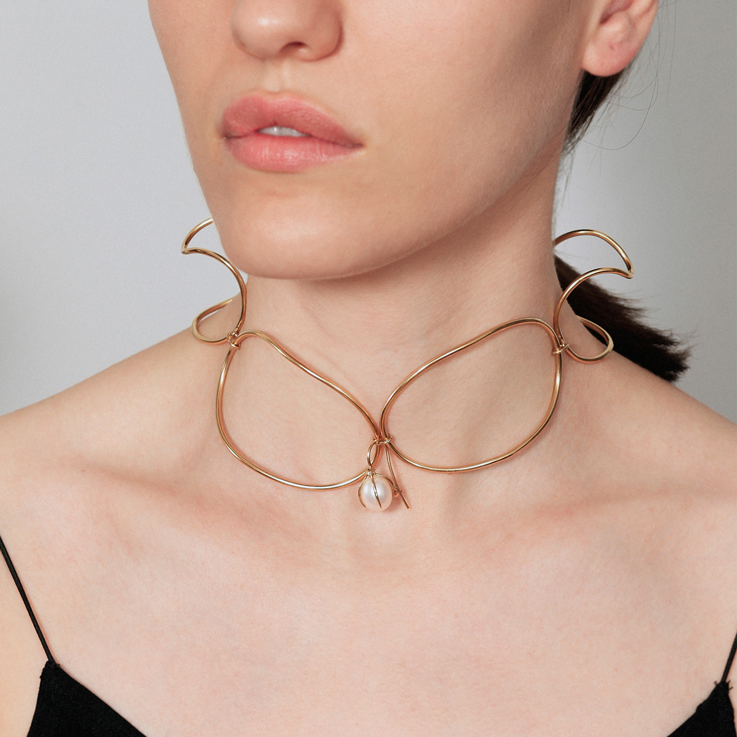 Original gold choker with a pearl