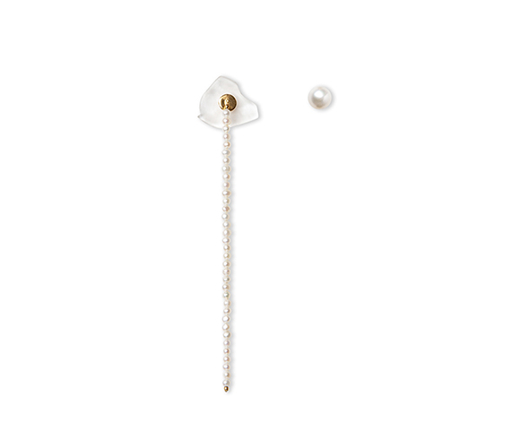 Long gold earrings with pearl chain and false dilation with transparent quartz