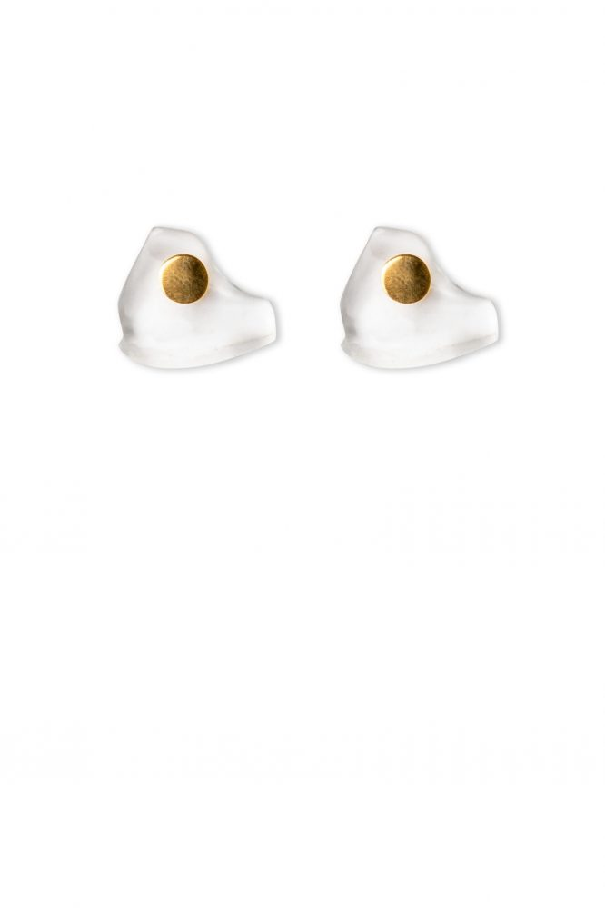 Gold earring with false clear quartz dilation