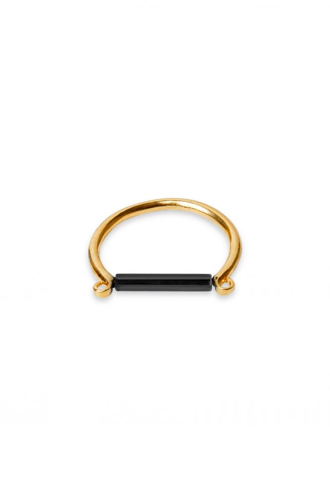 Aniilo minimalista con barra negra