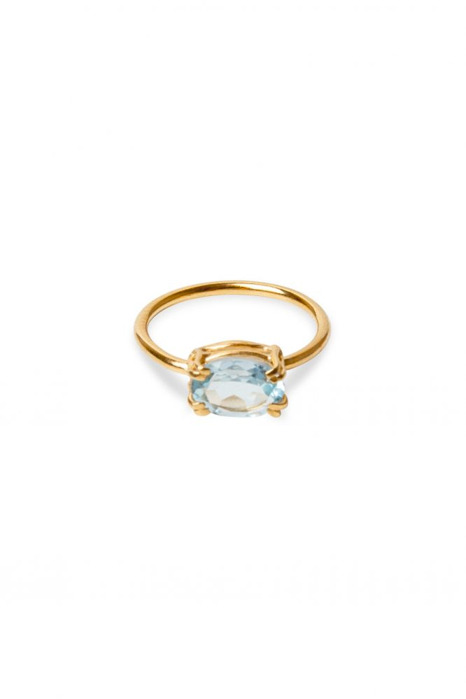 Gold ring with an oval blue topaz