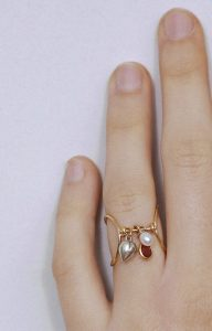 Double midi gold ring with a garnet